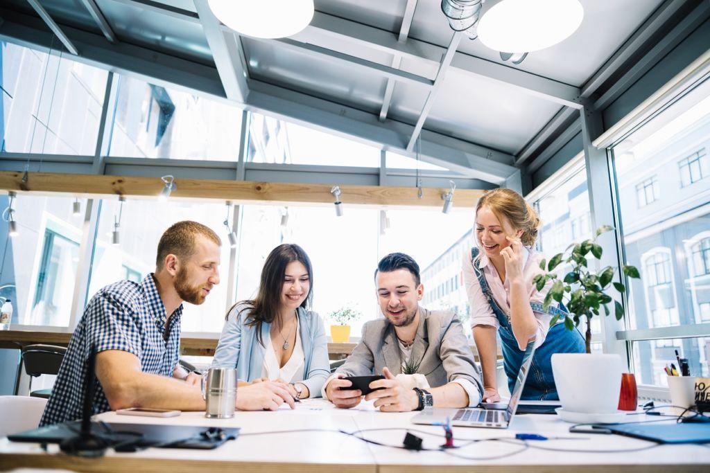 Sean o no familiares y amigos, el personal debe responder a un trabajo eficiente en equipo